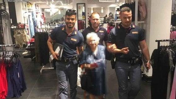 91enne ruba profumo, agenti pagano conto e la riaccompagnano a casa