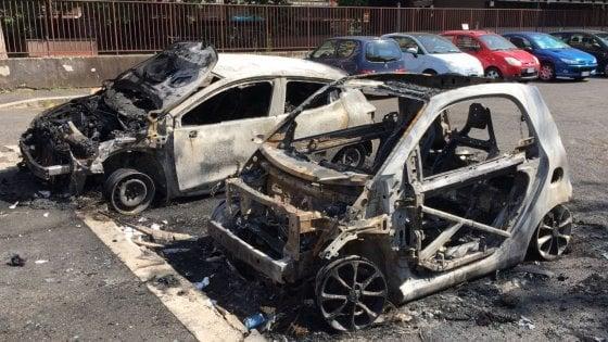 Maxi rogo a Roma: incendiate 40 auto al Torrino