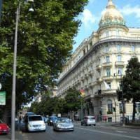 Roma, cliente ubriaco devasta piano di un hotel in via Veneto