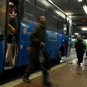 Roma, sul bus con bici e senza biglietto, aggredisce autisti. Arrestato