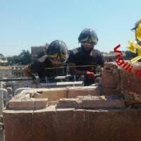 Roma, vigili del Fuoco in azione a Palazzo Venezia: rimossa una merlatura pericolante