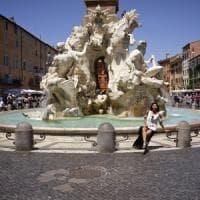 Roma, nudo nella fontana del Bernini a piazza Navona: multato