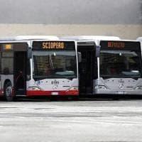 Roma in tilt per lo sciopero dei trasporti. Renzi attacca: