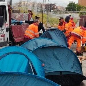 """Roma, lo sgombero di via Vannina: """"Siamo stati picchiati dalla polizia"""""""
