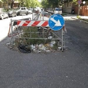 Roma, da Ostia a Casalpalocco le buche abbandonate diventano micro-discariche