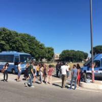 Roma, ancora uno sgombero per i migranti del Baobab: è il ventesimo