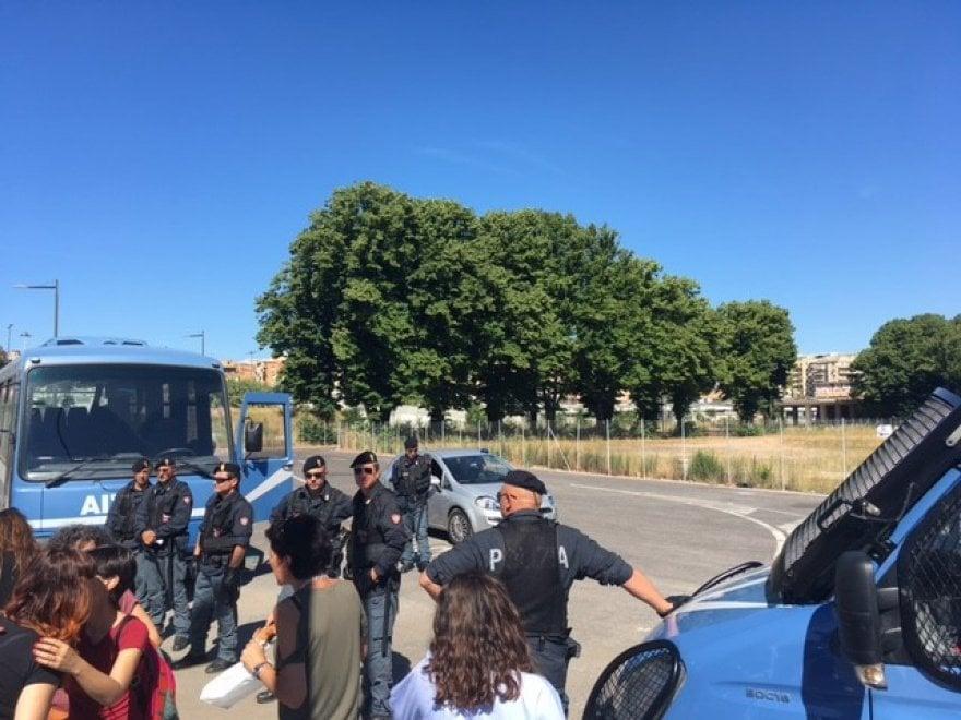 Roma,  ennesimo sgombero per i migranti del Baobab
