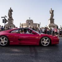 Il centro di Roma si colora di rosso, Ferrari in corteo per i 70 anni della casa di Maranello
