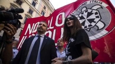 """La protesta di CasaPound contro lo 'ius soli'  """"Siamo in 5000. Faremo referendum""""   foto"""