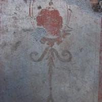 Metro C, scoperta casa romana di legno: intatti pezzi di solaio, mosaici e mobili. C'è anche un cane