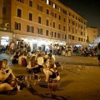 Roma, nei quartieri della movida dopo  solo cocci e rifiuti