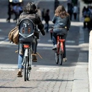 """Roma, associazione denuncia: """"Ciclisti aggrediti da automobilisti: tirata acqua e poi lite"""""""