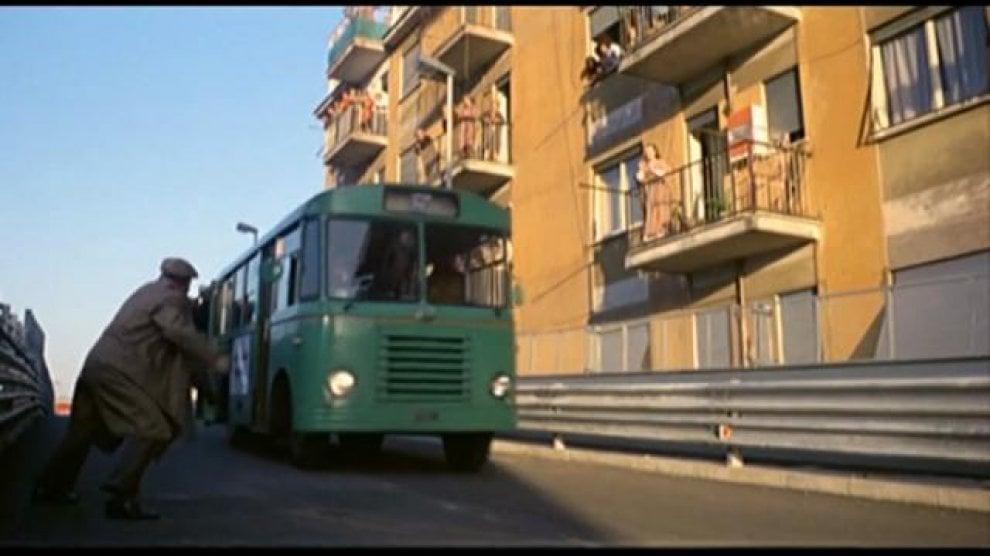 Morte Villaggio,  da Testaccio alla Tangenziale est: ecco la Roma dei film più famosi