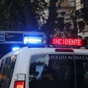 Roma, moto contro auto: muore una ragazza di 17 anni