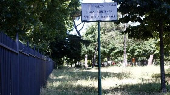 Roma, verde dimenticato: il parco di Testaccio chiude per l'erba alta