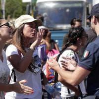 I candidati infermieri dopo il concorso saltato bloccano la via Aurelia