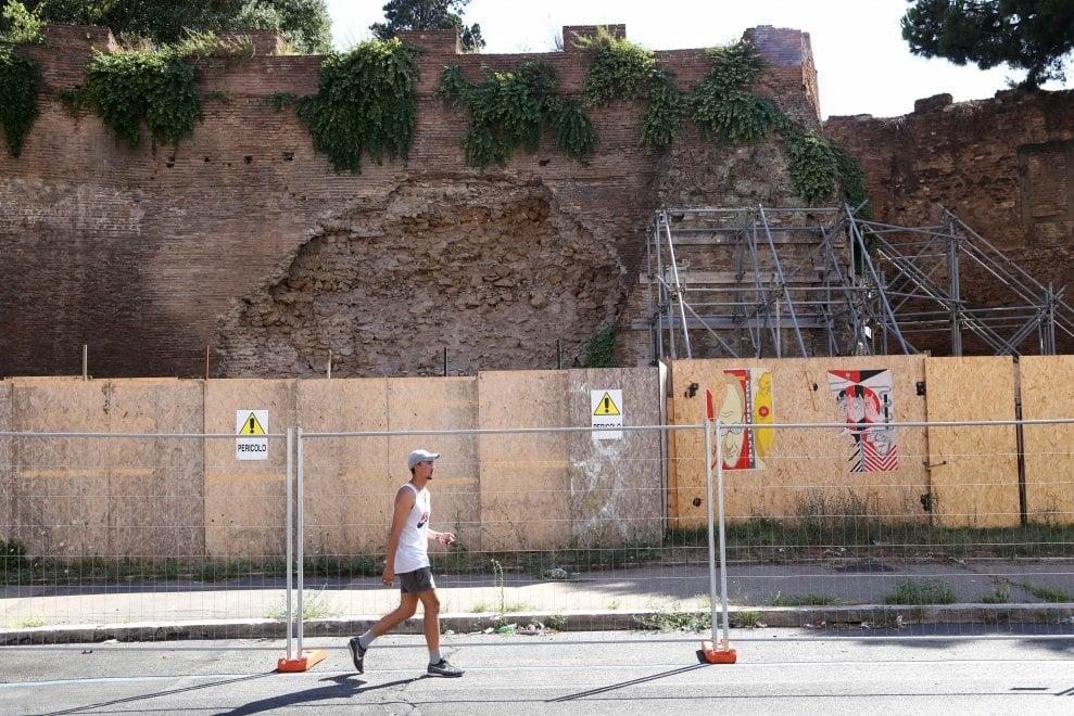 Roma, dal centro alla periferia tra ponteggi perenni e transenne eterne