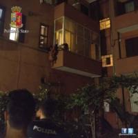 Roma, violentata e sequestrata studentessa-escort scappa da finestra