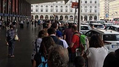 """Caos stazione Termini: suk e taxi abusivi  Ferie e riposi """"vigili spariti anche di notte"""""""
