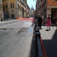 Roma, perdita d'acqua davanti al Senato, corso Rinascimento chiuso. Monteverde, allagamenti in via Ramazzini
