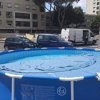 Roma, a Tor Bella Monaca tra i palazzi spunta la piscina gonfiabile dei