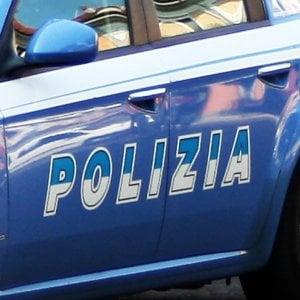 Roma, aggredisce con una mazza da baseball il pusher del fratello 15enne