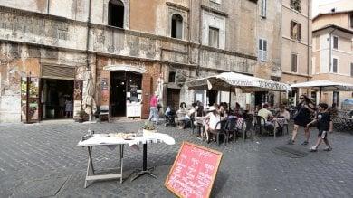 """Tavolini e gazebo abusivi. Blitz dei vigili al Ghetto: """"In centro multe a mille locali"""""""