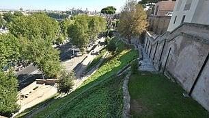 Aventino, la scala-belvedere torna all'antico splendore  vd