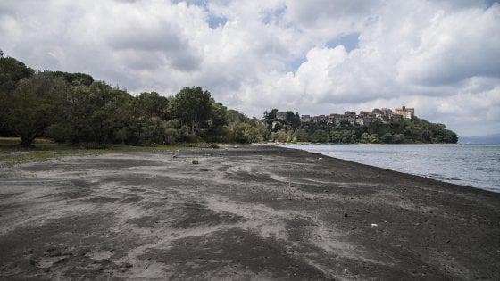 Siccità Roma, proroga prelievi dal lago di Bracciano fino al 1 settembre. Scongiurato razionamento acqua