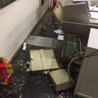 Roma, minorenni senza biglietto aggrediscono vigilante e vandalizzano sala della stazione San Paolo