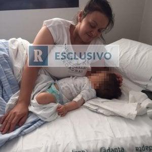 Roma, bus a Guidonia fa una curva a gomito: neonato in passeggino viene sbalzato fuori