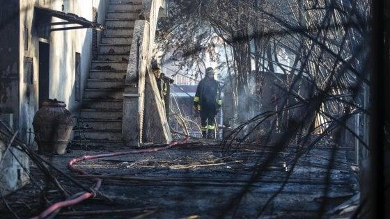 Incendio a Tivoli, morte due donne. Fiamme anche sulla Pontina