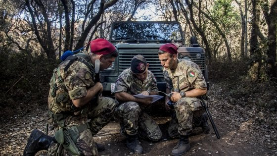"Roma, i bersaglieri a Castel Fusano: ""Così difendiamo la pineta"""