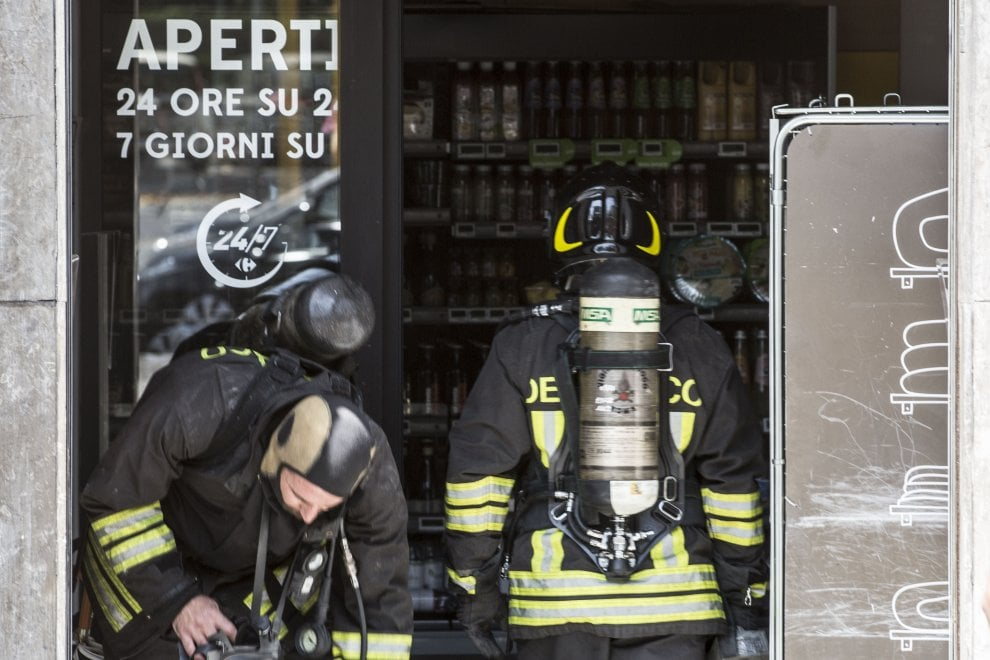 Roma, fiamme al supermercato di via Donatello al Flaminio