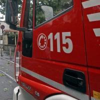 Roma, fiamme alla Giustiniana: morto un uomo in una villetta. Salve tre persone che scappano da finestra