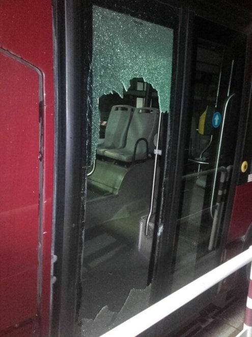 Roma, sassi contro bus notturno: illeso l'autista