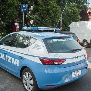 Roma, entra in appartamento all'Infernetto e ruba gioielli e una pistola per 30mila euro: fermato 16enne