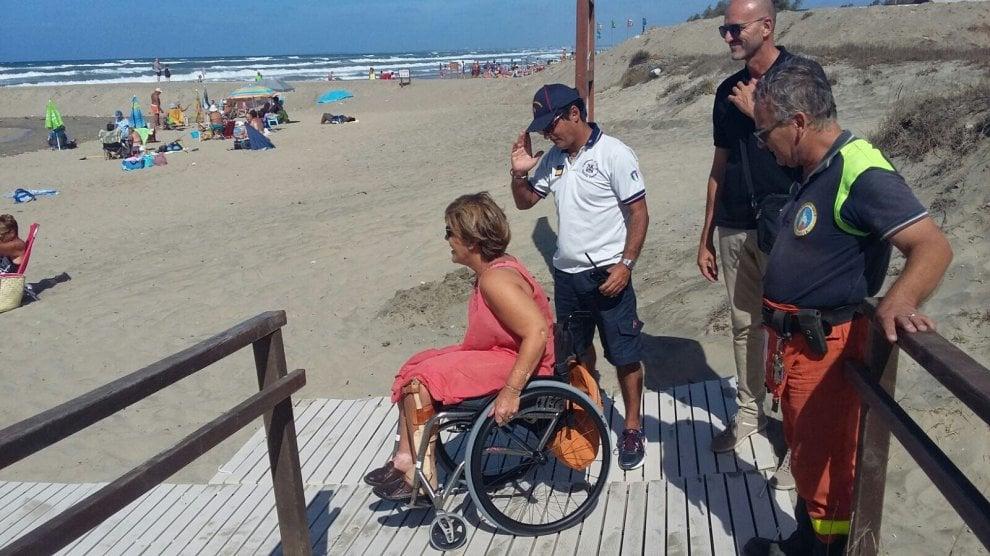 Sabaudia, scivoli e assistenza sulle dune per i portatori di handicap