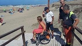 Sulle dune arrivano  i percorsi per disabili  foto