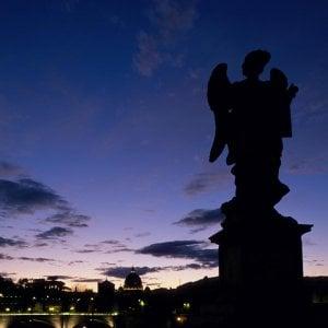 """Roma e i suoi """"mortacci"""". Dame, spiriti e fantasmi: viaggio nella Capitale del paranormale"""