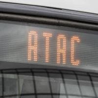 Roma, l'idea M5S su Atac: prolungare il contratto al 2024 per evitare il crac