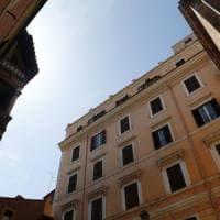 Roma, turista americano precipita dalla finestra del B&B e muore