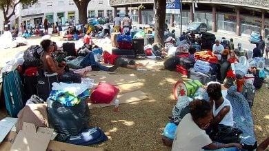 Piazza Indipendenza, accampati in 200 dopo lo sgombero di via Curtatone  foto