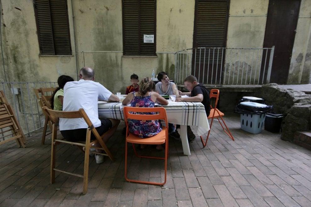 Rocca di Papa, i bimbi rom a scuola con i volontari di Sant'Egidio