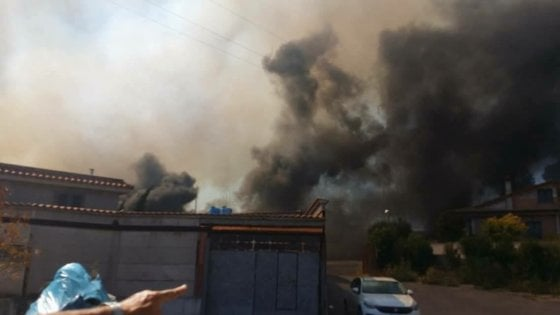Roma, fiamme a Casal Lumbroso: evacuate 10 palazzine