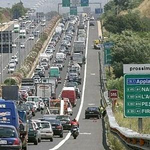 Roma, sul Gra dieci km di fila: traffico in tilt per camion in fiamme