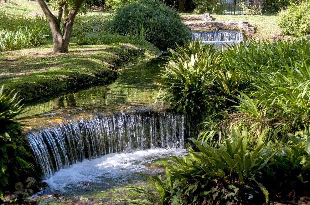 """Siccità, i giardini di Ninfa a rischio: """"Acqua ai minimi secolari"""""""