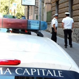 Roma, 44enne muore in casa: l'anziana madre lo veglia per giorni