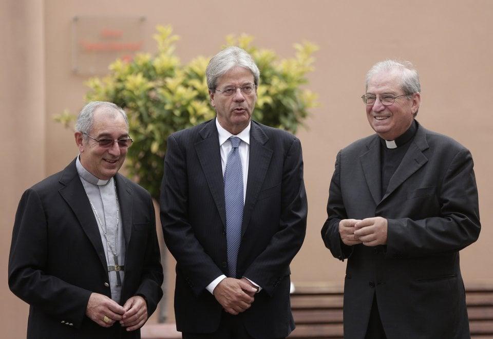 Roma, la visita del premier Gentiloni alla cittadinella della Caritas