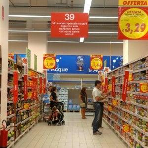 Roma, dirottavano le consegne a domicilio del supermercato: smascherati da poliziotto-fattorino
